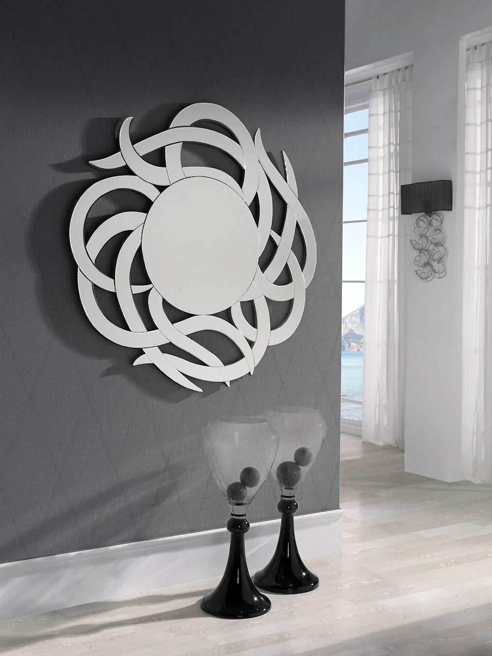 Espejo redondo con original marco plateado for Espejo redondo plateado
