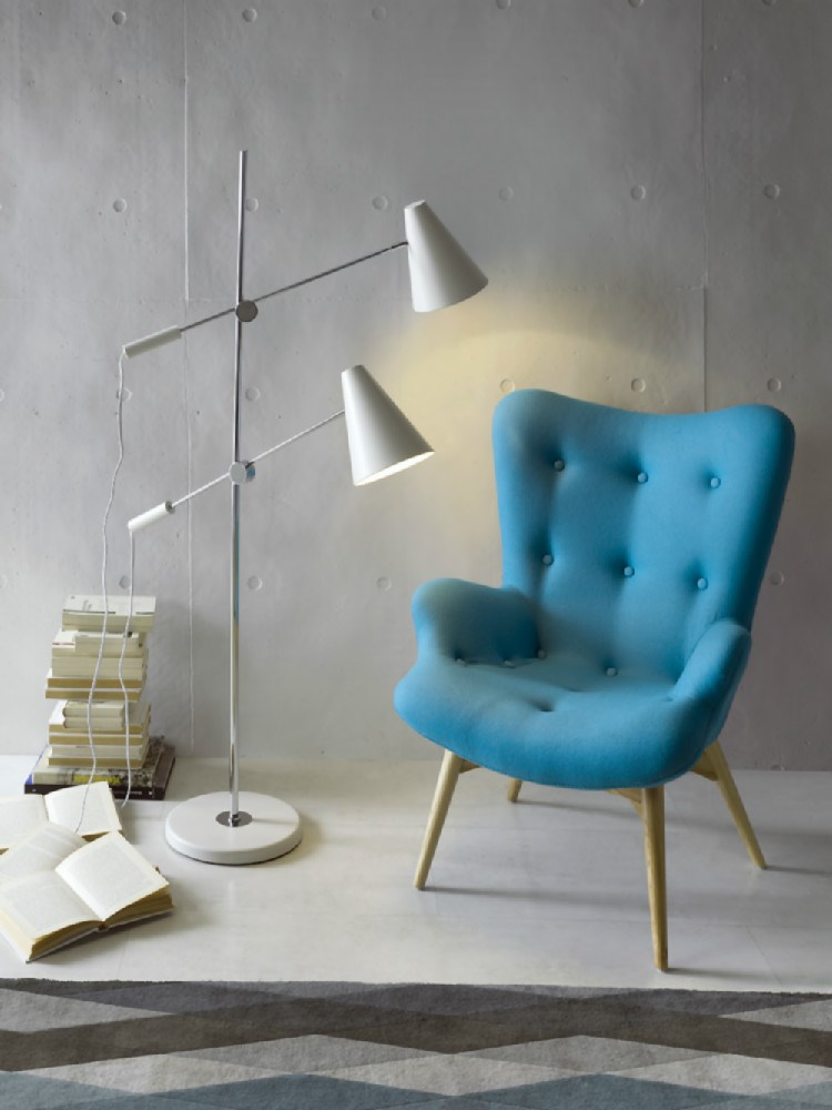 Sill n de dise o tapizado en capiton de color azul y for Patas para sillones