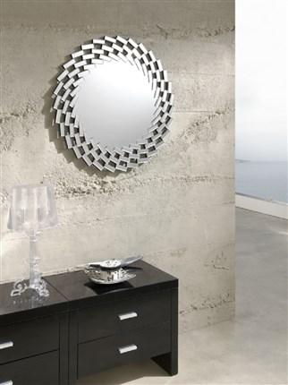 Espejo de estilo cl sico con forma redonda y marco plateado for Espejo redondo plateado