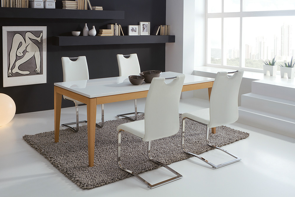 Mesa de comedor rectangular de estilo moderno for Adornos para mesa de comedor rectangular