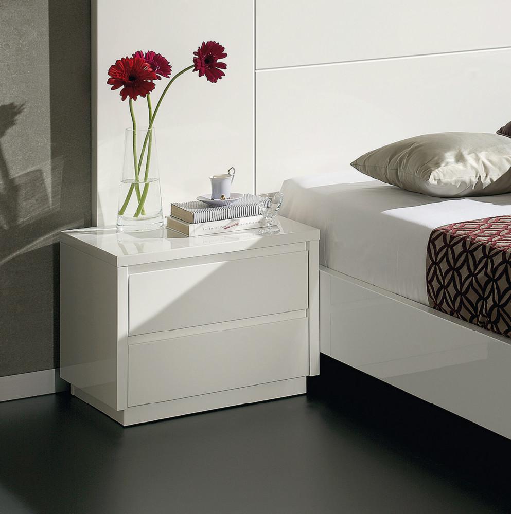 Mesita de noche de estilo moderno en blanco brillo for Mesitas de noche negras