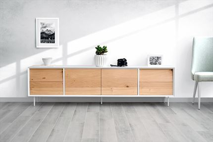 Mueble de Tv lacado en blanco con frentes en roble